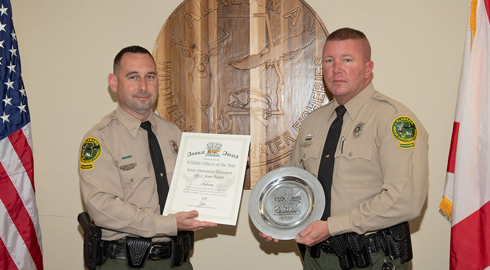 WFF Law Enforcement Chief Matt Weathers presents Officer Jason Bassett with the SSCI Alabama Wildlife Officer of the Year Award.